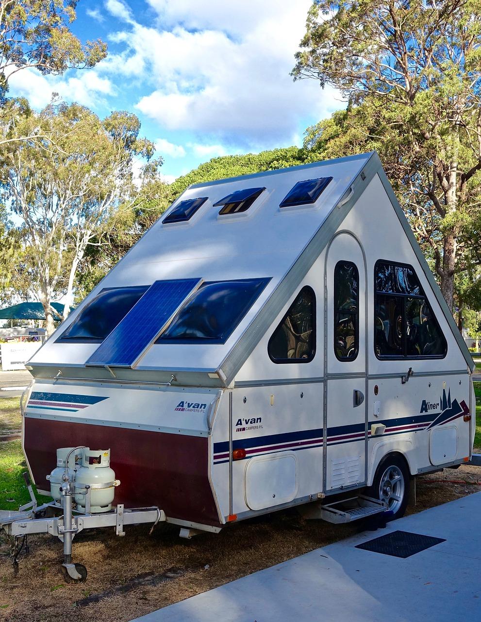 Small Camper: Small Camper Trailer Rentals for Rent